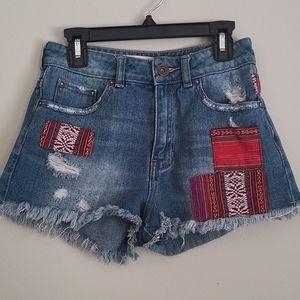 Bullhead Juniors size 1 distressed Mom jean shorts